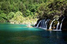 初夏时节的九寨沟(一)          九寨沟风景区位于四川阿坝州,是中国第一个以保护自然风景为主