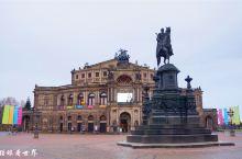 森珀歌剧院,韦伯的《魔弹射手》曾在此呈现