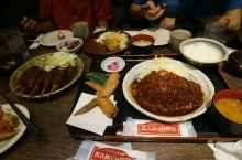 放好行李,当然就是去吃吃吃啦! 第一天肯定是名古屋的鸡翅和红味增猪排啦。日本炸鸡也很好吃,不能放过,