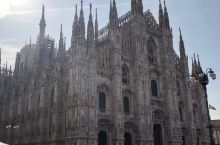 紧抱包包逛意大利米兰大教堂、大教堂广场
