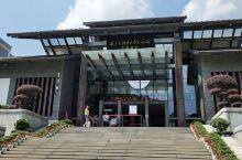 韶山毛泽东同志纪念馆 韶山毛泽东同志纪念馆,馆内设计高雅时尚,灰色墙壁黑色的配色地板,馆内面积很大,