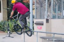 洛杉矶的滑板少年666,不过也有胖叔叔抢镜。
