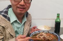 云南建水人气很旺的过桥米线店,品种有点多还很实惠(红河建水游12)