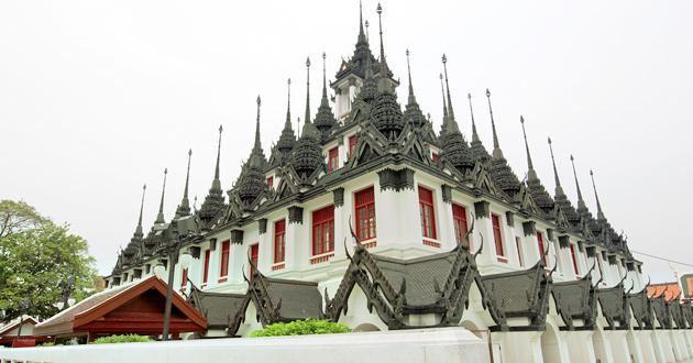 Wat Ratchanatdaram Woravihara (Loha Prasat)
