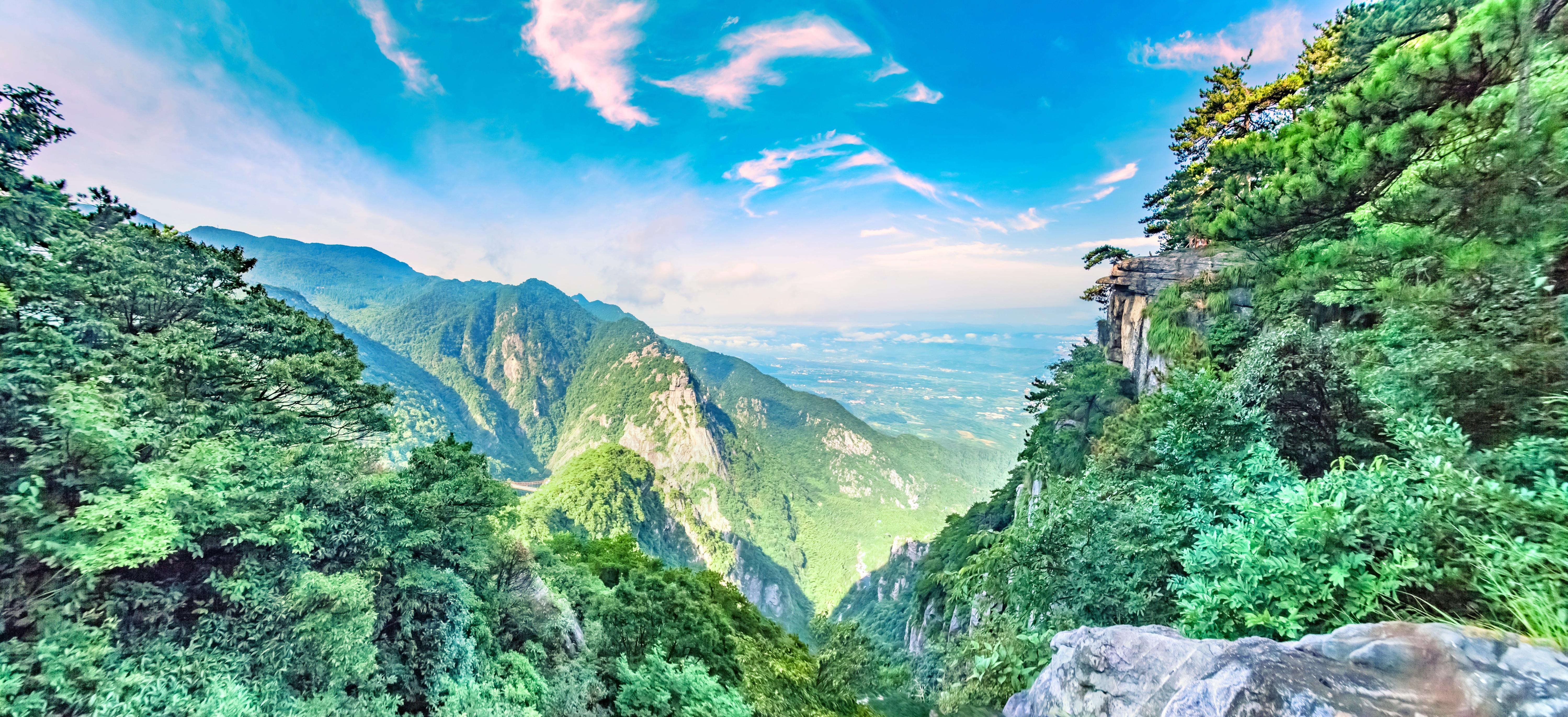 廬山風景名勝區+李白瀑布+三疊泉+五老峰+鄱陽湖一日遊