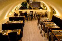 餐厅三,Li Palace,李园。在当地认可度颇高的有一家中餐,菜品有质有量,环境也不错。 特色菜: