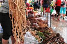 一直以来云南普洱有不一样的端午节吃粽子不是主要的,而是尝百草