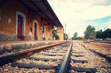 曾经的光荣与梦想——蒙自碧色寨车站          碧色寨车站位于蒙自城北十公里的草坝镇一个山坡上