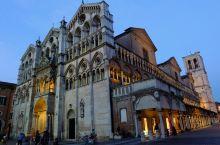 偶遇费拉拉 Ferrara,意大利北部波河平原的一座古城,她的静谧美丽超出我的想象。独特的历史背景带