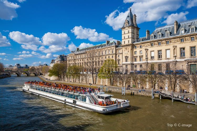 Seine River tour boat1