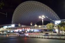 夜幕下的烟台火车站
