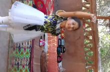 葡萄沟维族小女孩舞蹈