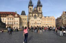 并没有许愿池的布拉格老城广场