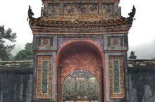 值得参观的一座保存完好的皇帝陵墓  一般很难看到一座保存的比较完好的皇帝陵墓,但是这一次在越南的旅游