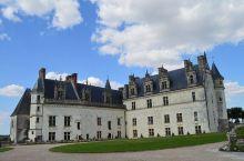 达芬奇的艺术创作之地—昂布瓦兹王家城堡  昂布瓦兹王家城堡依着山而建,是典型的文艺复兴时期的建筑,整