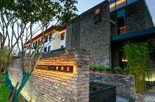 值得一去的酒店——开封一桐酒店  酒店在铁塔公园里,有停车场,环境优雅,装修很有格调,早餐还不错,有
