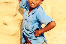 大漠村庄中那些古朴而简单的快乐生活