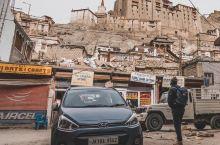 蜿蜒的藏族老城里,一抬头就望见皇宫
