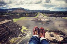 墨西哥城日月金字塔顶端