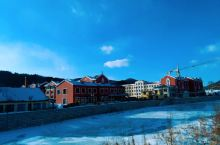 距离我生活的城市3600公里 とてもきれな町です。 毋庸置疑、河面已经冰封、但是这里的人儿并不会像松