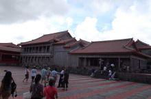 首里城 首里城是古时琉球国王的皇宫,类似中国的故宫和韩国的景福宫。虽然目前参观的首里城不大,但城门、