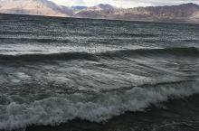 班公湖虽然只是一个内陆湖泊但却有着波澜壮阔的场面。