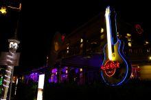 #美食林#HardRock 在暹粒吃一顿正宗美式大餐 这是一家提供正宗美式餐饮的摇滚主题餐厅餐厅,就