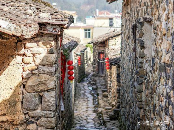 長泰山重村
