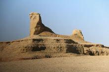新疆 乌尔禾魔鬼城 10小时车程 乌尔禾魔鬼城实为雅丹地貌成因,物理风化、剥蚀和风的雕琢,形成各种各