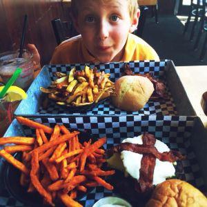 The Works Gourmet Burger Bistro旅游景点攻略图