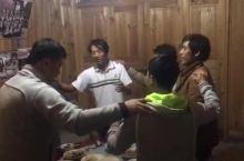 在黄岗侗寨和当地朋友一起喝酒唱侗族大歌