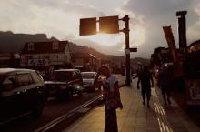 黄昏的日光街头