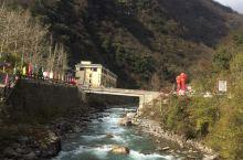 位于天全县喇叭河一日游雅安出发一路高速到新沟下站走318