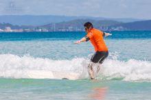 在世界最著名的冲浪胜地,体验一把被浪冲的感觉…
