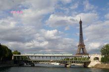 她是巴黎的第一地标,甚至可以说是整个法国的象征