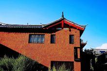 束河古镇性价比最高的网红民宿 原本只有一栋民居,经设计师精心设计,保留纳西民居三坊一照壁的雏形,融合