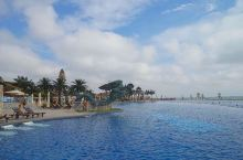 土豪挥一挥手,造了个酒店,顺便围堰滤海,使黄海变成蓝色