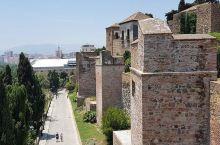 古老城堡的过去与现在  这个地方是我在游历各方,去过无数的景点中比较喜欢的地方之一。刚刚回国,我便开