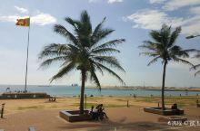 【科伦坡】位于岛国斯里兰卡的西南部,是斯里兰卡的首都和最大的城市。在科伦坡市区有许多著名的旅游景点: