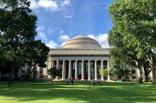 麻省理工学院 MIT  波士顿可真是个适合学习的好地方,除了大名鼎鼎的哈佛大学,还有经常与其难分高下