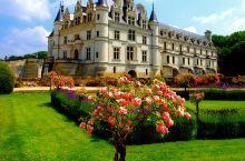 走出国王们曾经被流放的住所,经过一个小时多的车程我们遍来到了chenonceau(舍农索城堡)。一路