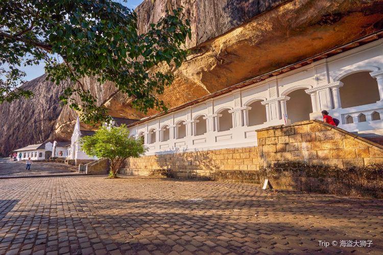 Dambulla Cave Temple4