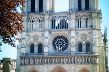 巴黎圣母院楼上没有怪人,但有很多托腮少年