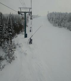 [汤卜朗山地区游记图片] 2月1日早上,登上翠湖山庄之端。好一个冰天雪地,滑雪高手不畏严寒,七八十岁也来试比高。