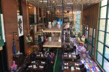 额吉草原传统涮,时尚的内蒙古风情餐厅 来之前,听到名字以为餐厅会是个粗旷风格的蒙古包。但到达之后,从