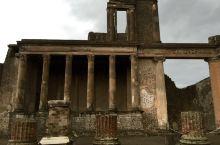 庞贝古城,维苏威火山灰下的辉煌