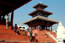 加德满都杜巴广场【尼泊尔】 来尼泊尔最不能错过的景点就是杜巴广场(DurbarSquare),意为皇