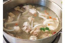 """三亚排名第一的海南菜馆,""""嗲嗲的椰子鸡""""非尝不可"""