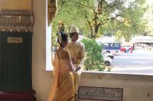 仰光大金塔里的婚纱照