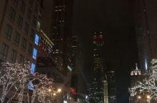 高卡芝加哥 十一月底在芝加哥,住的是壮丽大道上的洲际酒店,从下午开始壮丽大道就开始各种封路,积聚的人